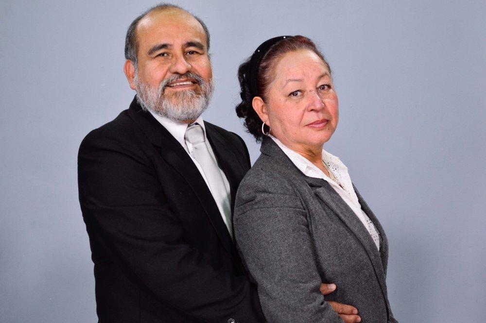 Pastores Víctor y Sandra de Chacón