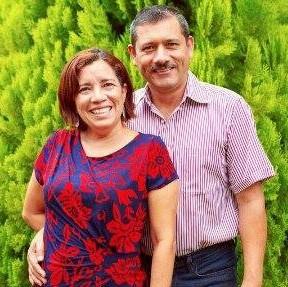 Pastor Mathos Renaldo López Torres y Pastora Reina Yolanda Gálvez.png