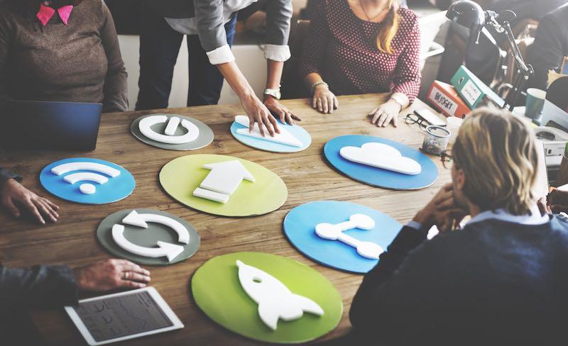 LE MARKETING AU COEUR DE VOTRE STRATÉGIE DIGITALE - Fini les projets de développement interminables, concentrez-vous uniquement sur la croissance de votre entreprise !Nous déployons, pour vous, un véritable éco-système digital, où tous vos touchpoint sont connectés et interagissent pour optimiser et booster vos ventes !Points de ventes, e-shop, réseaux sociaux, market place, CRM, service après-vente…Piloter votre stratégie commerciale, simplement et efficacement, à domicile ou au bureau, sur mobile ou tablette, nous avons la solution !Et parce que nous savons que la croissance n'attend pas, nos solutions vous permettent de générer du chiffre d'affaire dès les premières semaines !Plug... and sell !