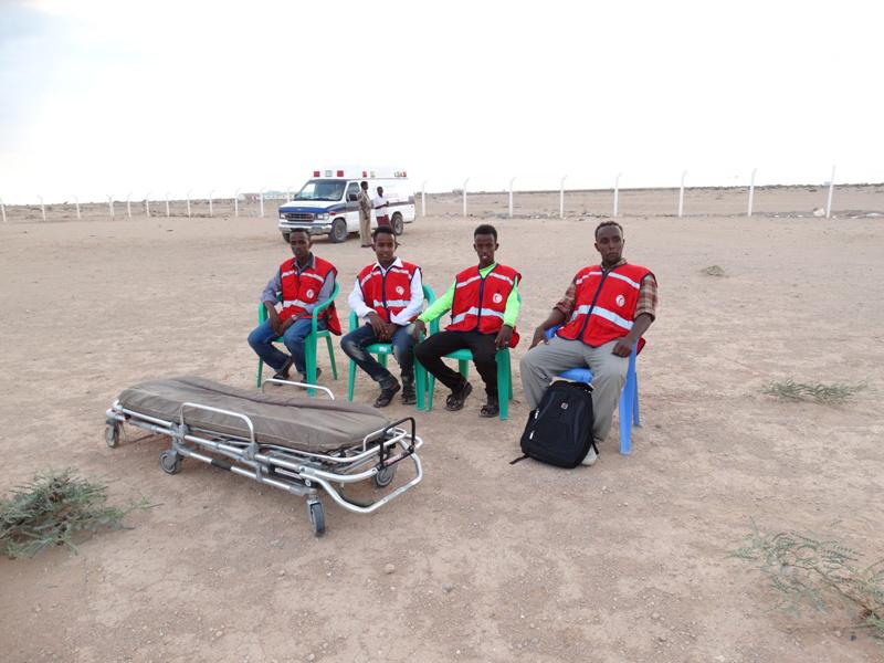 Quatre ambulanciers sont sur place en cas de blessés