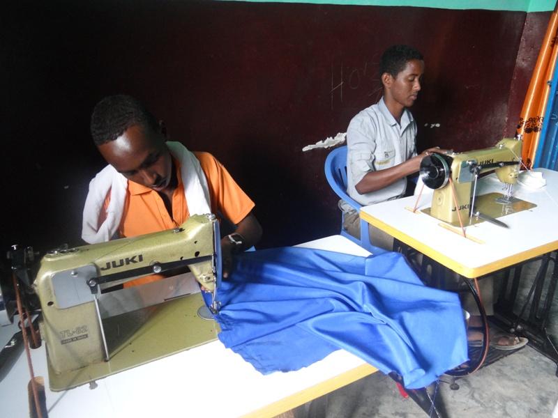 Travail de couture au sein de la coopérative