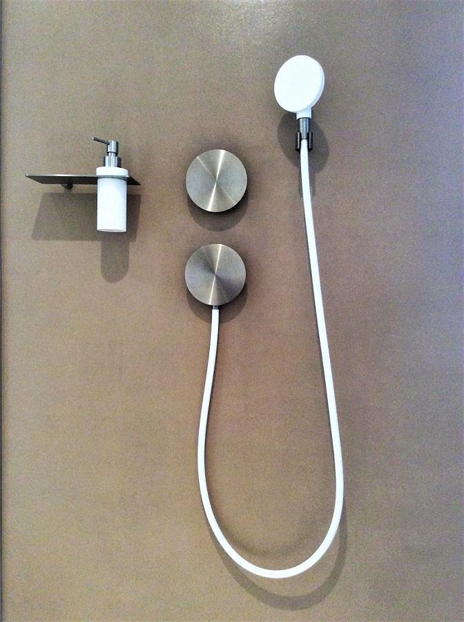 installation douche en corse.jpg