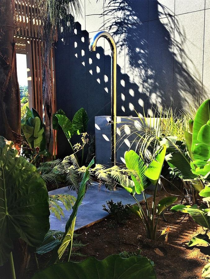 douche de jardin porto vecchio.jpg