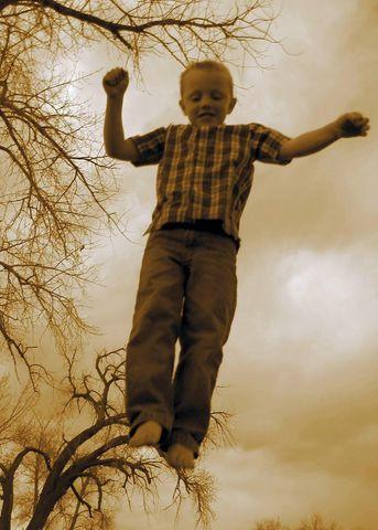 joshjumping-640×480.jpg