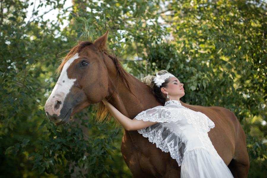 horse-wedding-bride