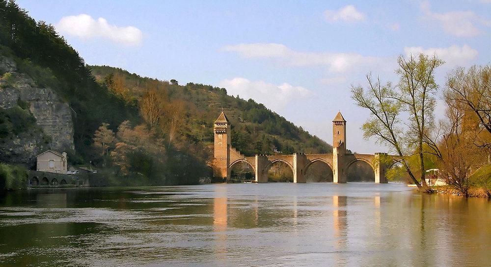 1-slide-france-lot-valley-cahors-pont-valentre-bridge-pano.jpg