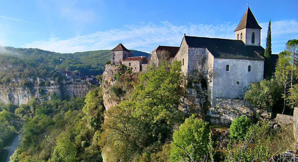 3-slide-france-lot-valley-hikes-medieval-cliff-pano.jpg