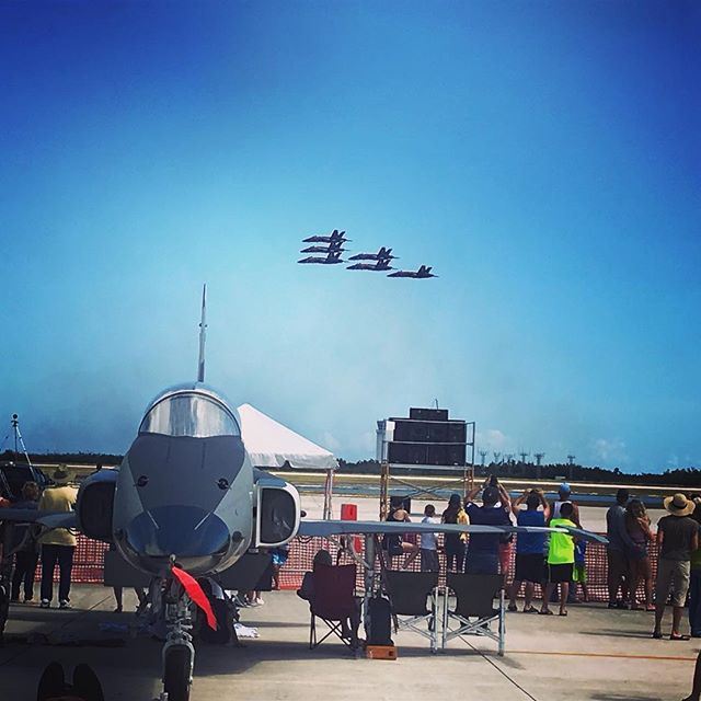 Key West #airshowkeywest #keywestairshow #airshow #keywest #naskeywest #blueangels #FA18 #Superhornet we went both days. The #sundowners did a great show #vfc111 with the #F5. #A10 was cool. 🌴