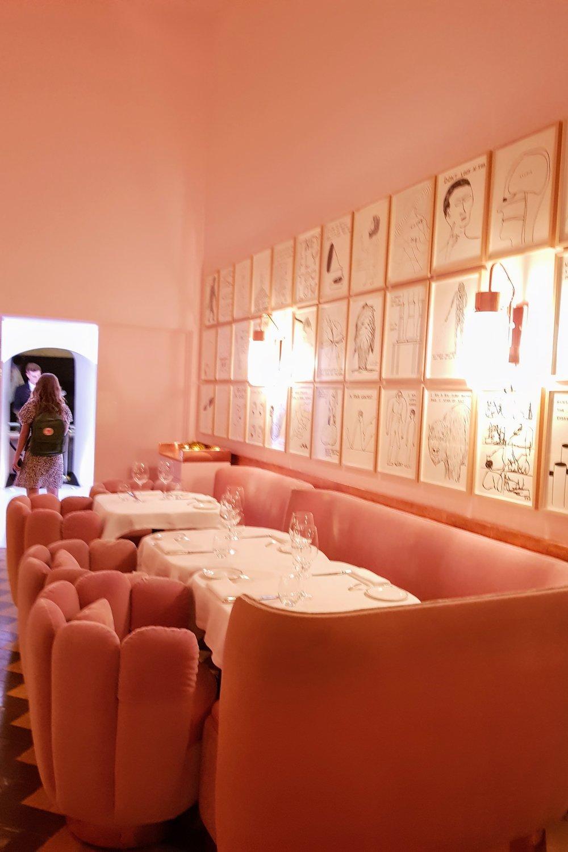 THE SKETCH - Un restaurante con 3 estrellas Michelin exquisito y con una decoración en rosa que cautiva. Pierre Gagnaire y Mazouz concibieron este bello lugar.