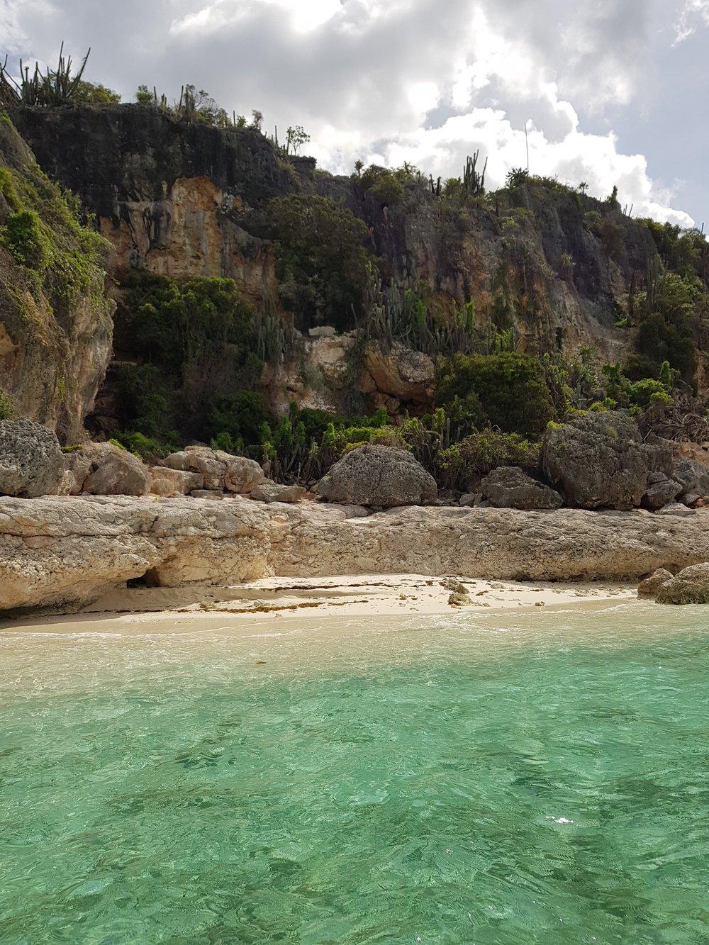 Esta playa está antes de llegar a Bahia, un rinconcito privado donde las aves tienen sus nidos.
