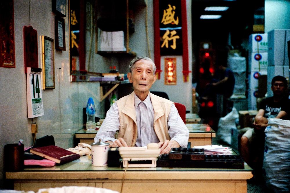 Maud WALAS Street Photography HONG KONG 11.jpg