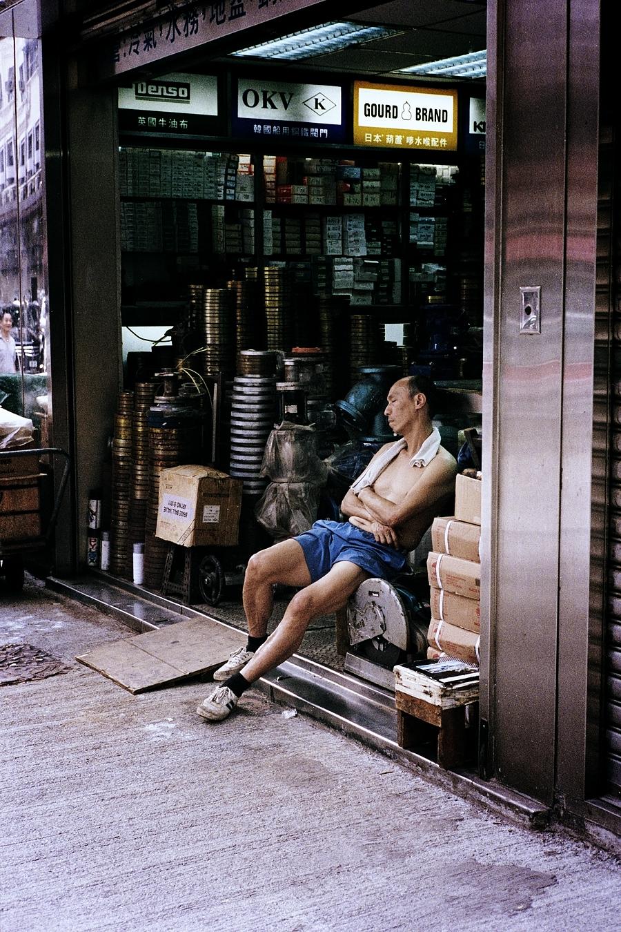 Maud WALAS Street Photography HONG KONG 16.jpg