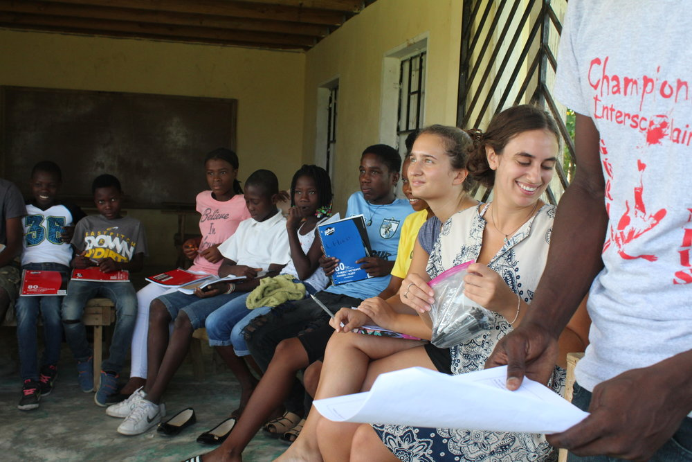 Georgetown students Rebecca and Sabrina leading a workshop in Destra