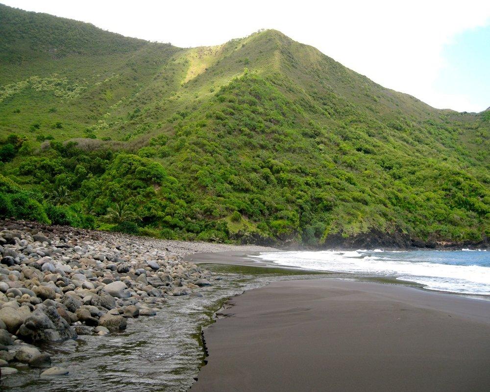 Pelekunu_Bay_beach_810.jpg