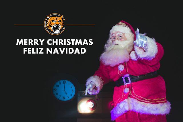 Santa and Cosmo stopping by to wish you all a Very Merry Christmas! #CosmoTires  Santa y Cosmo parando a desearles a todos una Feliz Navidad! #CosmoTires #happyholidays #merrychristmas #christmas #customerservice #santa #christmasiscoming #christmasspirit #joy #noel #tires #tyres