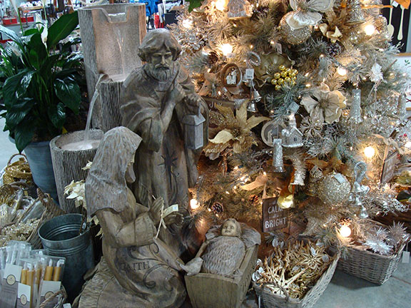 Xmas_Nativity_Gold_Silver_Tree_18sw.jpg