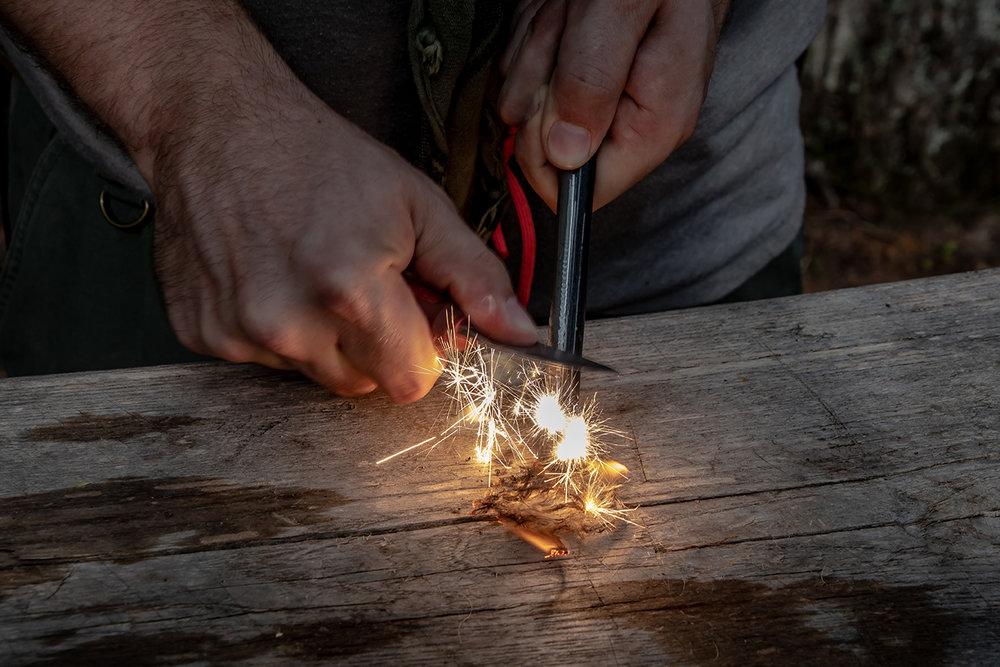 sparking_tinder_with_ferro_rod_and_eldris