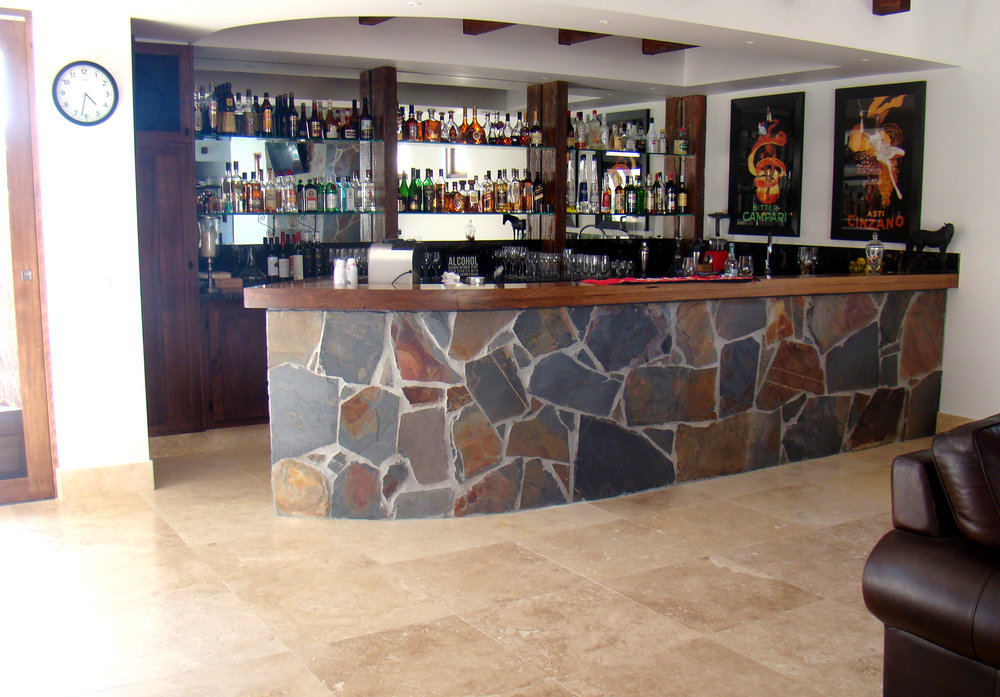 Crazy Paving in Jak Slate on Bar