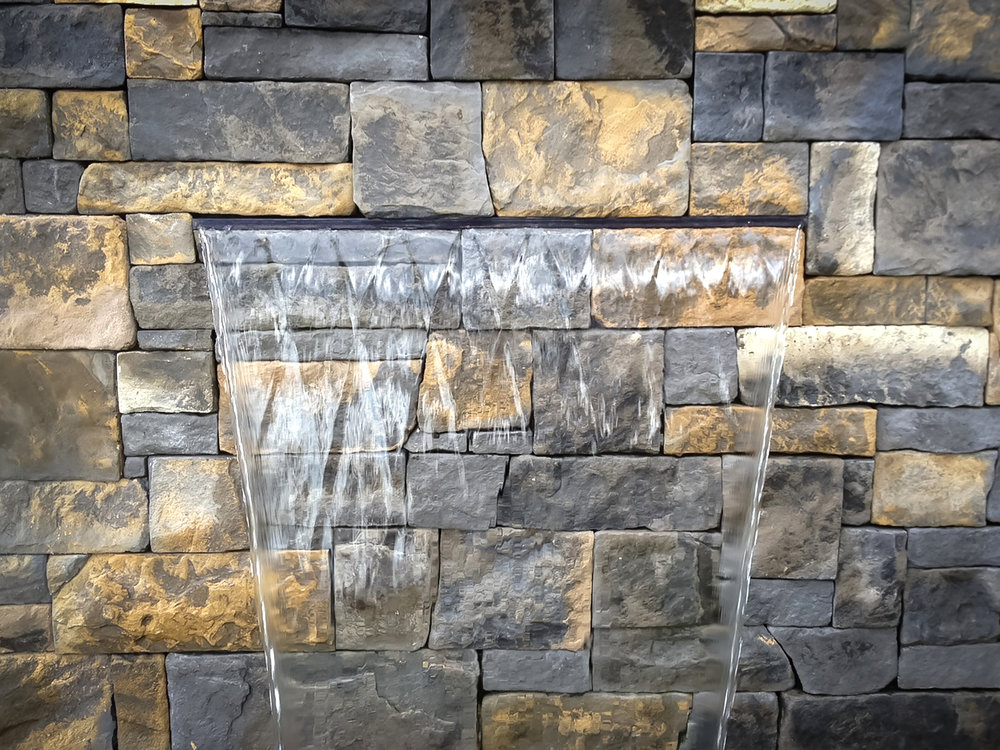 Veneer Stone Wall in Dry Stack Bluestone