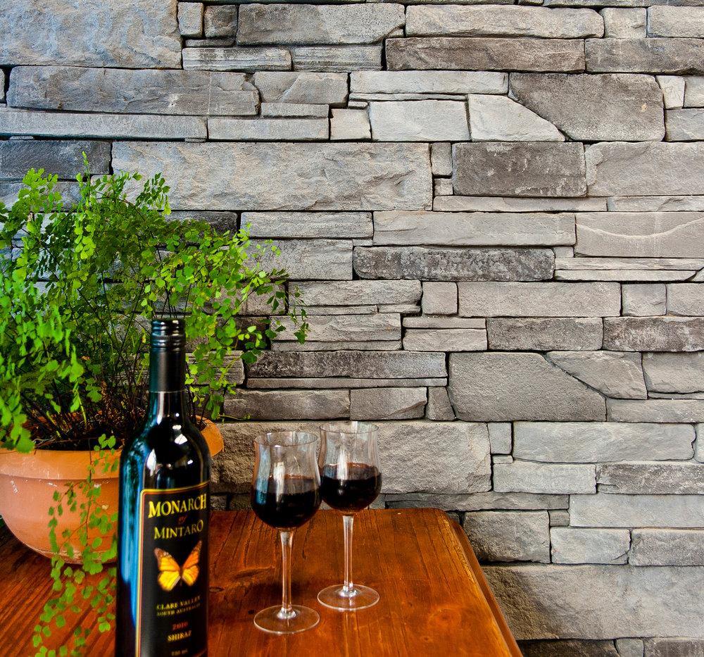 Veneer Stone Wall in Ledgestone Slate