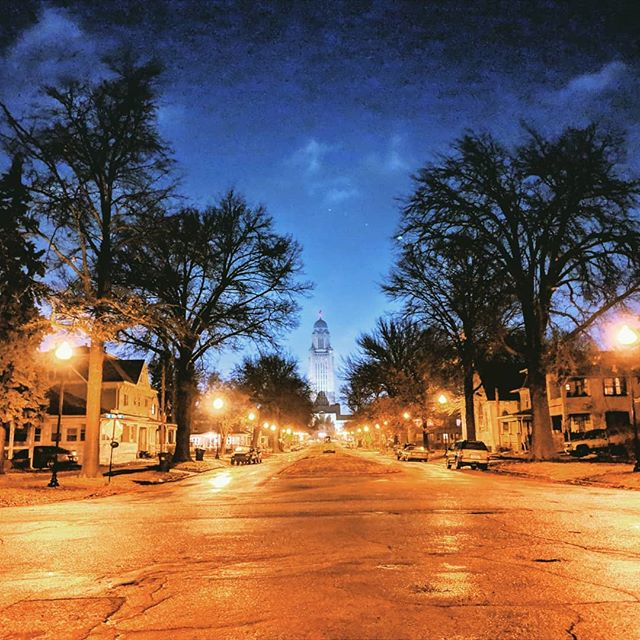View of Nebraska State Capitol 🌃 & Lincoln South Downtown neighborhood at night. 🏡 It wasn't too bad for a night stroll even when it's cold out unless when the wind starts blowing. 🧤  #lincolnnebraska #neighborhood #neighborhoodstroll #streetphotography #streetnight #streetview #night_captures