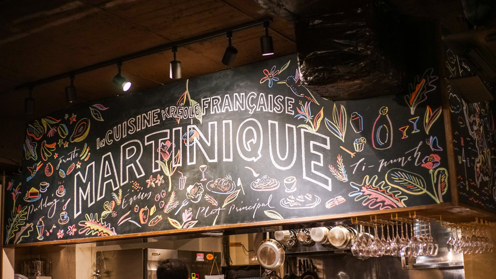 東京・武蔵小山にオープンしたフランス郷土料理とカリブ海料理のお店「MARTINIQUE(マルティニーク)」の黒板を描かせていただきました。カリブ海の楽しい雰囲気を表現するため、初めてカラーチョークに挑戦した作品です。 Hand drawn for MARTINIQUE, a french caribbean restaurant that opened in Tokyo in January 2017. This was the first time I used colored chalk, in order to express the fun caribbean vibe. I had a lot of fun experimenting with different color coordinations. Photos were taken by Shiori Saito.