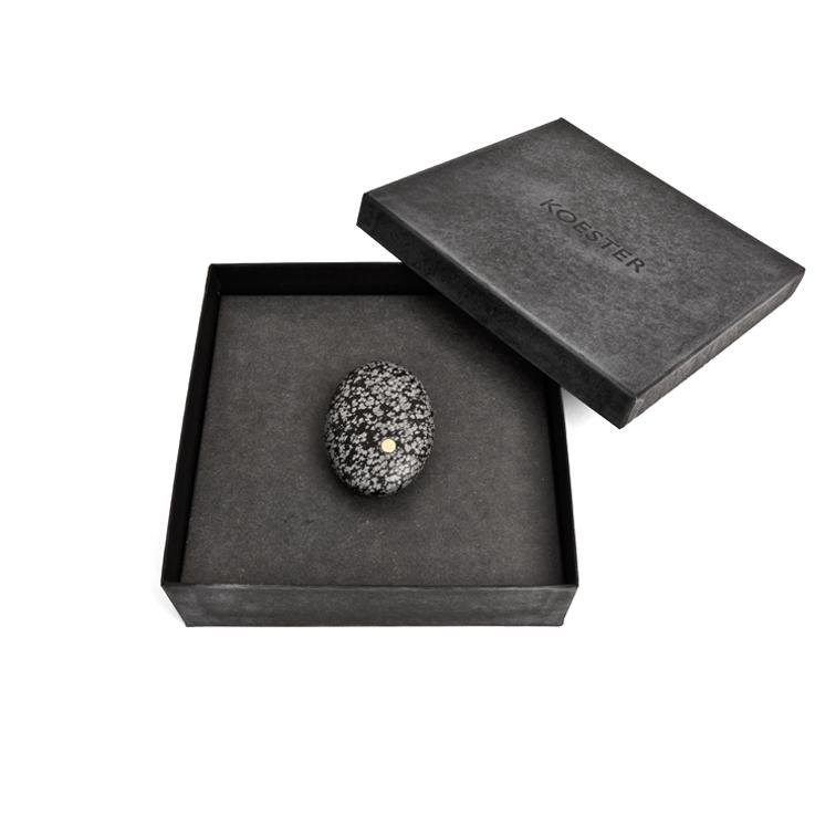 Alle  Koestersteen  mini-urnen komen in een doosje