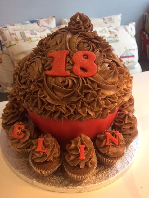 Red n Choc Giant Cupcake.JPG