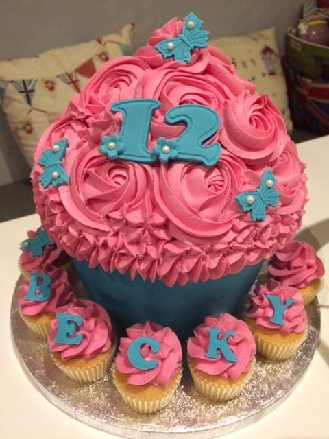 Blue n Pink Giant Cupcake.JPG