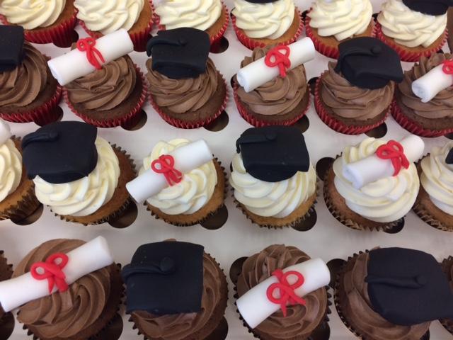 Grad Hat n Scroll Cupcakes.JPG
