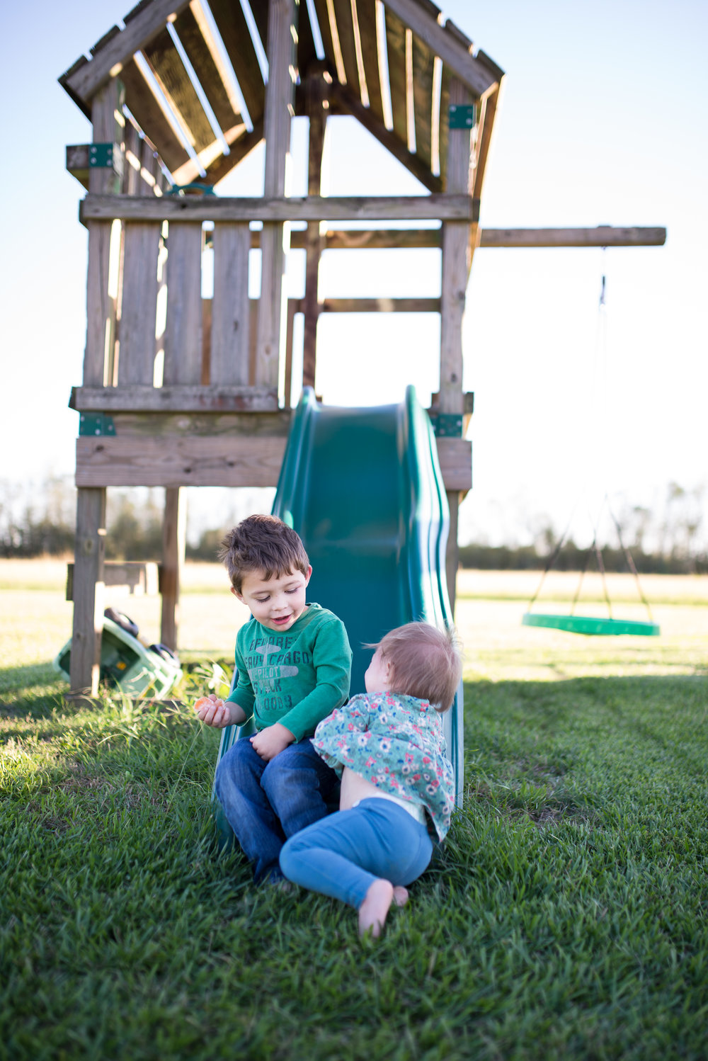 Joyful Jane Photography, Louisiana family photography, kids playing outside, backyard fun