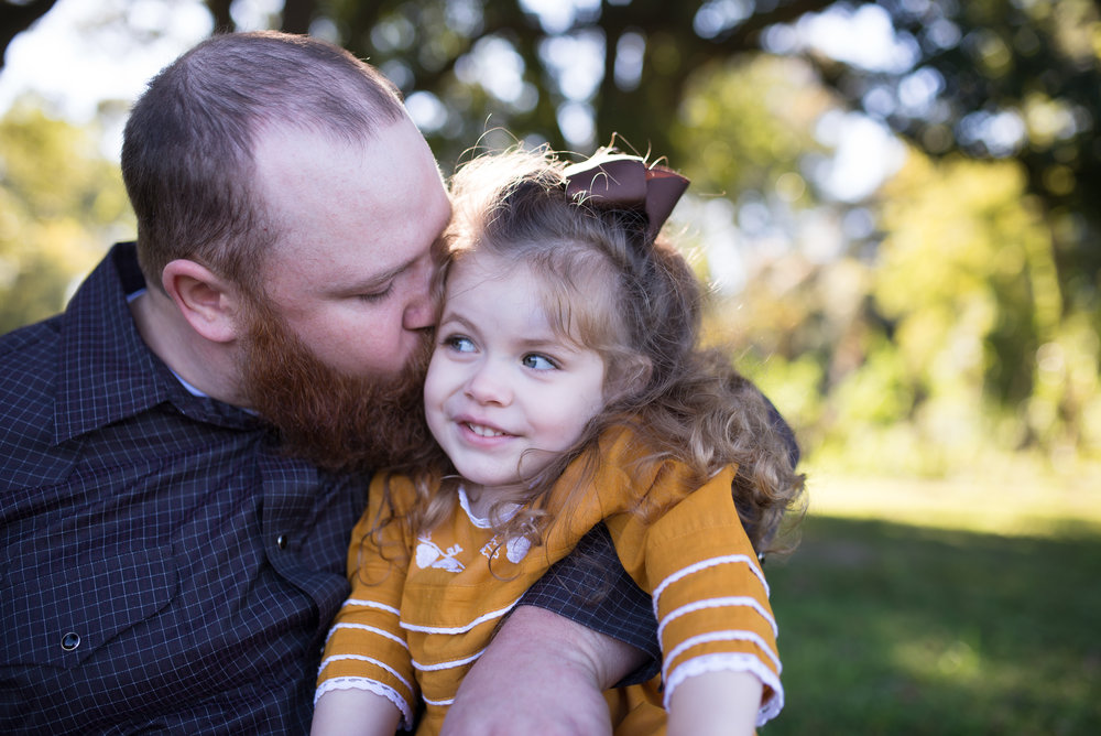 daddy kissing little girl, Louisiana family photography