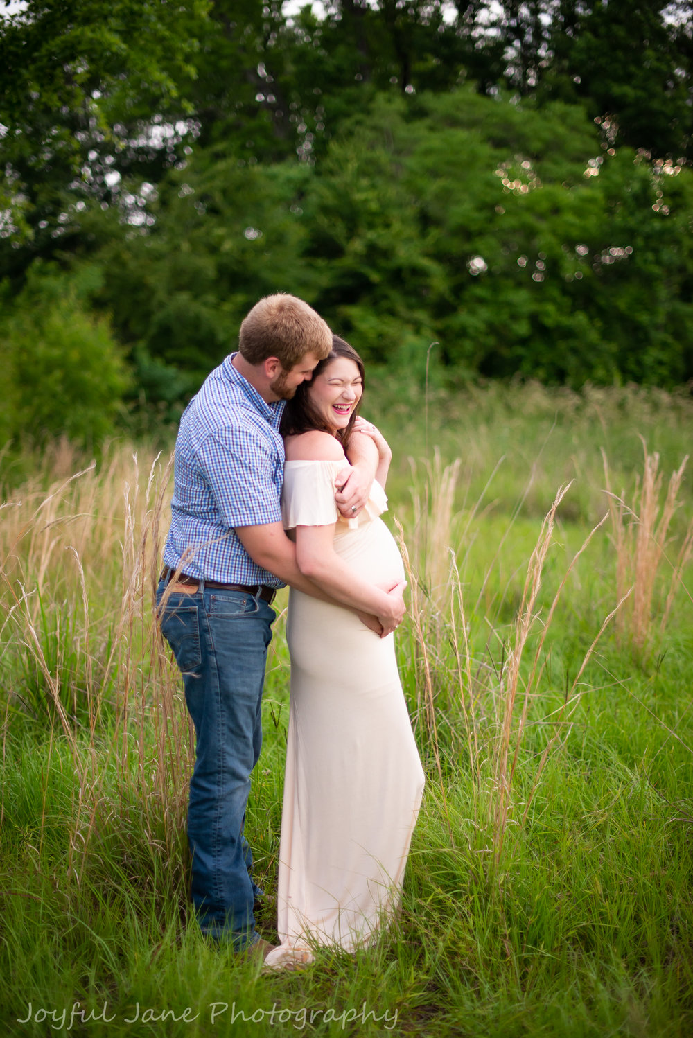 maternity couple in the grass