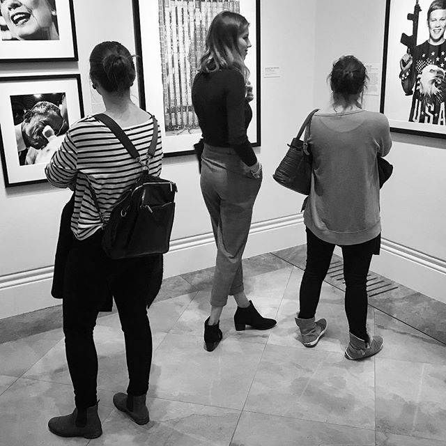 Art. • • • #themonochromerambler #blackandwhitephoto #londongallery #nationalportraitgallery #taylorwessingportraitprize #roomwithaview