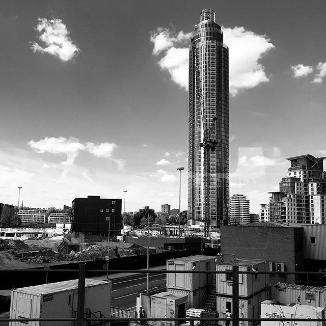 Tower. • • • #vauxhalltower #architecturalphotography #blackandwhitephotography #outandaboutinlondon #themonochromerambler #themonochromelife #southwestrailways