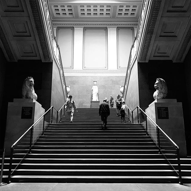 Staircase. • • • #thebritishmuseum #staircase #grandbuilding #architecturalphotography #blackandwhitephoto #themonochromelife #themonochromerambler #blackandwhitephotography #lifeinblackandwhite