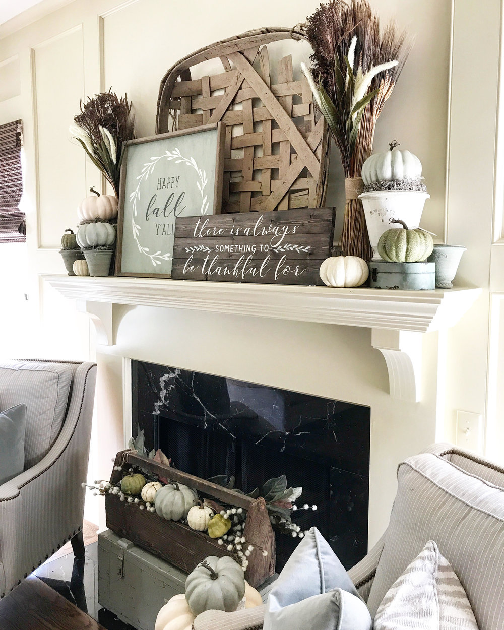 fall-thanksgiving-mantle.jpg