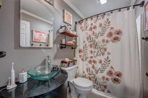 1115 E Park Dr Gastonia NC-small-019-5-Bathroom-666x445-72dpi.jpg