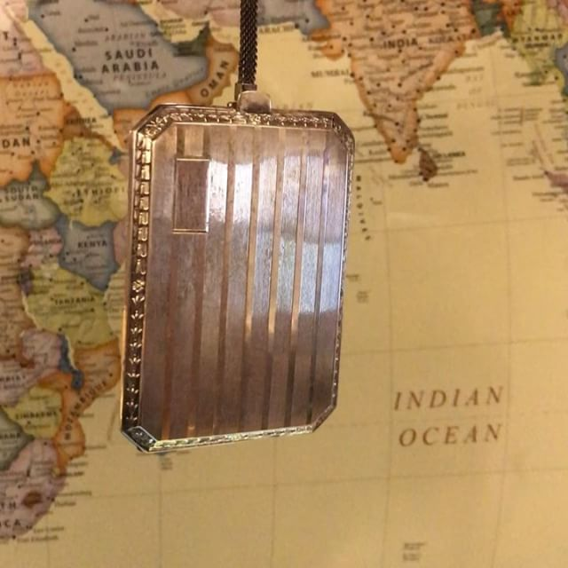 I guess it used to be that all a girl needed was a few calling cards, a mirror, a makeup pad, and $1.50 in coins. At least, that's what this antique sterling silver ladies case would have us believe! . . #antique #antiquesilver #flapper #artdecosilver #artdeco #sterlingsilver #antiqueappraiser #oldfieldsgallery #silveraccessories #antiquecompact #vintagemakeup #artappraiser #estatebuyer #oldthings #silver #gold #collectible #auction #auctionhouse #appraiser