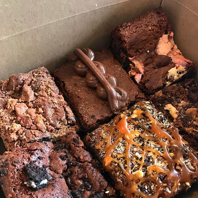 Competition Time!! Tag a friend who you'd share this 6 pack with to go in the running for a free pack delivered. Make sure you are both following @baixbrownies - winner drawn Friday 27th 🎊 😆 💕 • • • • • #baixbrownies #baix #brownies #brisbane #goldcoast #competition #treatyoself #brisbanefood #brisbanefoodie #brisfood #briscafe
