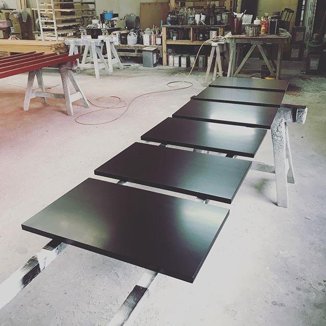 家具扉、鏡面仕上げ。 何度も塗料を重ねて磨き切りました。  #paint  #鏡面磨き  #ピアノ塗装  #polish