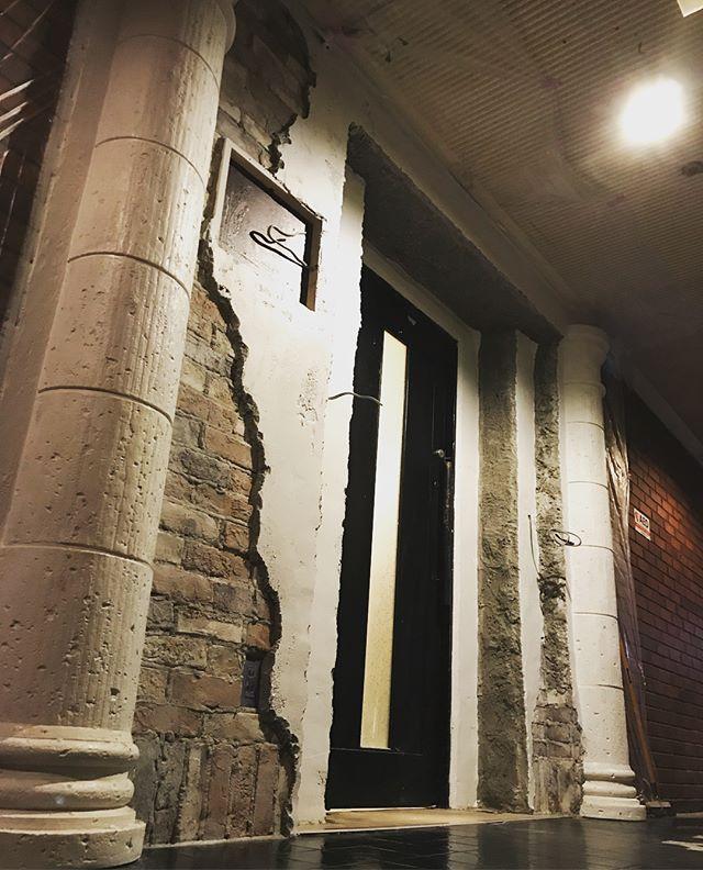 モルタル左官工事です。  #左官  #神殿  #エイジング塗装  #ブリックタイル