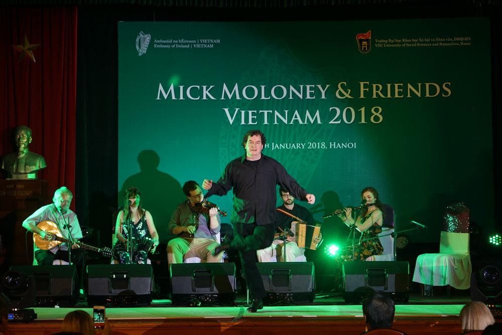 Nghệ sĩ Niall O'Leary trong điệu nhảy Step dance Ireland