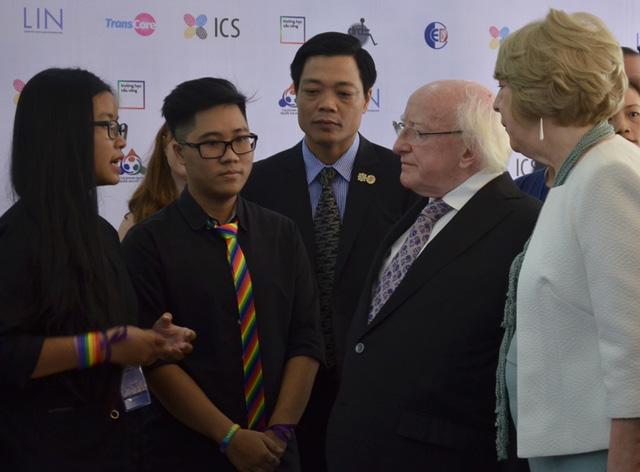 Tổng thống Ireland trao đổi cũng các bạn đồng tính