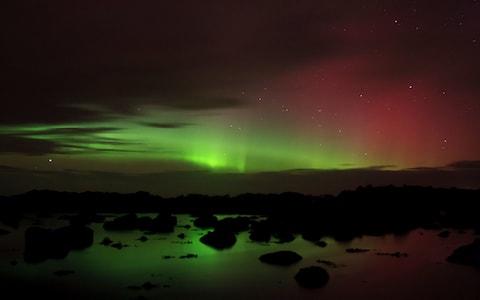 Ngắm nhìn Hào quang Bắc Cực từ Mũi Malin (Ảnh: Getty)