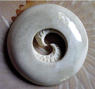 Matapihi Manawa, a stylised carving of a whale's eye