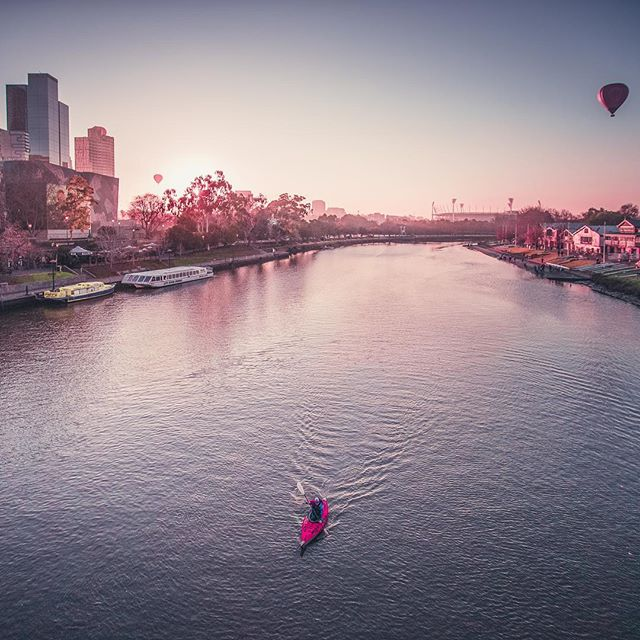 Super paddling on the Yarra at sunrise 📷 by @santanu_banik  #Kayaking #WorldRecord #Unstoppabull  #kayaklife #kayaker #kayakadventures #kayakgram #kayaklovers #Mountaineering #Adventure #LifeGoals #Everest #Mountains #Volcanos #7summits #Climb #Hike #Trek #Paddle #Explore #travelwithme #aventura #montaña #Berge #Abenteuer #unstoppable #photooftheday