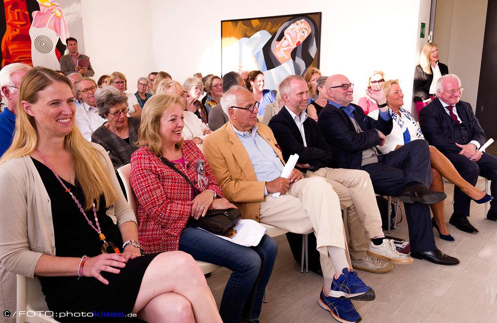 Fotos 1 und 2:Impressionen von dem Abend in der Akademie-Galerie