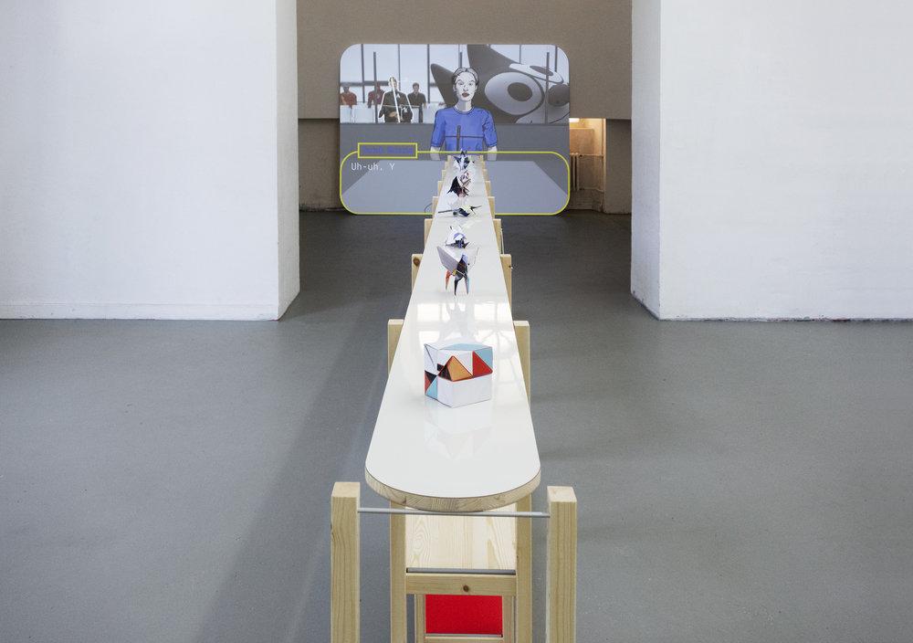 """Im Vordergrund """"In Liebe zu Sarah Morris and Robert J. Lang. Noburu Miyajima, Manuel Sirgo, Toshikazu Kawasaki"""", im Hintergrund """"Copycat"""" - von Fabian Heitzhausen"""