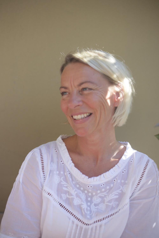 Lena Steding Lundberg - Inhaberin und GeschäftsführerinUnsere schwedische Geschäftsführerin Lena Steding-Lundberg hatte die Vision, dass auch die Menschen in Deutschland genauso gut schlafen sollen, wie ihre Familie und Freunde in Schweden. Nach 11 erfolgreichen Jahren am Maximiliansplatz reifte immer mehr der Gedanke heran, auch den englischen Bettenhersteller VISpringmit aufzunehmen.lena.s.lundberg@passion-for-beds.de